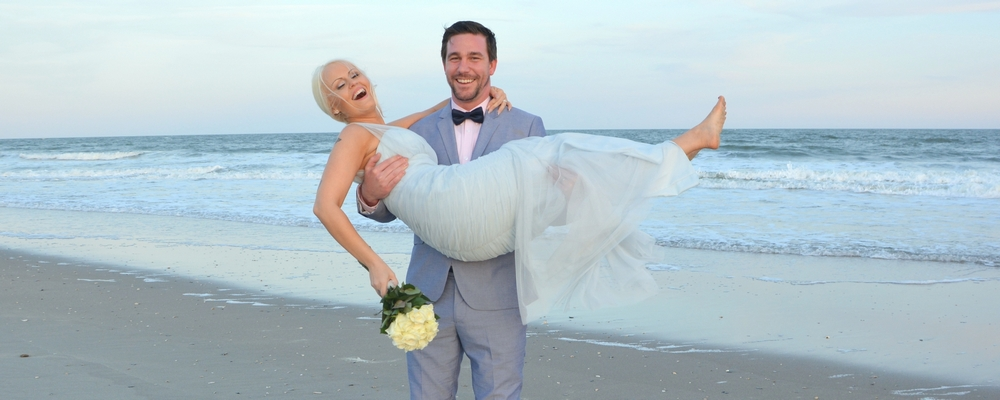 Affordable Officiant Only Is Perfect For Couples Looking To Get Hitched At The Beach A No Frills Yet Romantic Ocean Side Wedding Ceremony